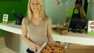 Cherryh Butler, senior editor of FastCasual.com stops in at Naked Pizza in Dubai to sample the menu.