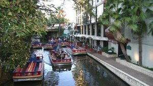 A significant draw to San Antonio for show organizers was the famed River Walk. Warm, clear weather made gentle cruises an end-of-day delight.