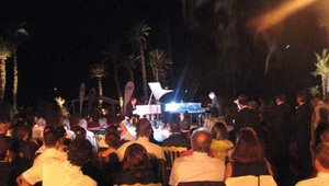 Dualing pianists entertained the group, under a clear sky and a crescent moon.