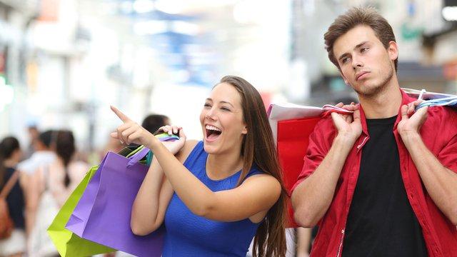 5 ways digital signage can help retailers retain customers
