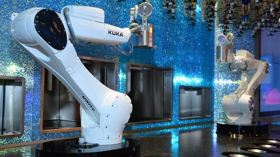 Robotic bartenders a big hit in Las Vegas, take orders from kiosks