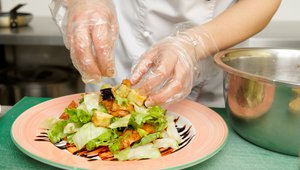 3 steps to better restaurant food safety