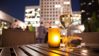 How restaurants with large outdoor spaces can maximize profits in the summer