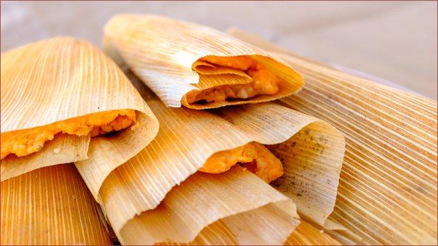 How elotes and tamales keep a cashless society at bay