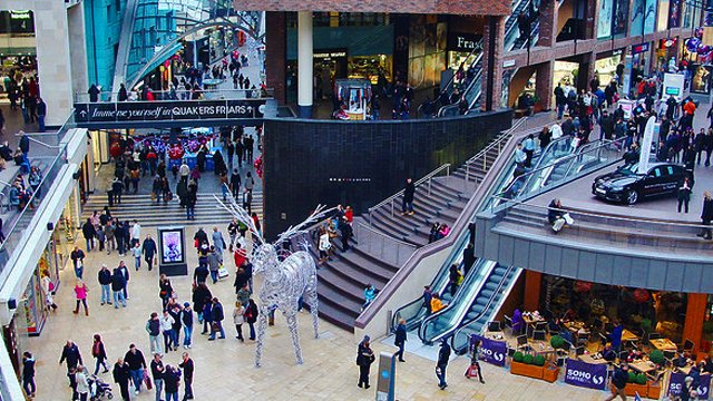 Digital signage and the holiday retail workforce surge