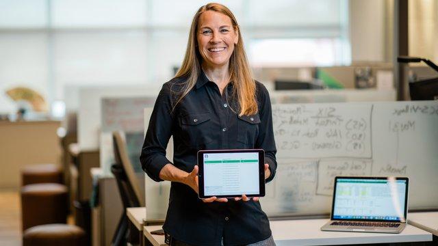 How Starbucks deployed 23,000 iPads for training