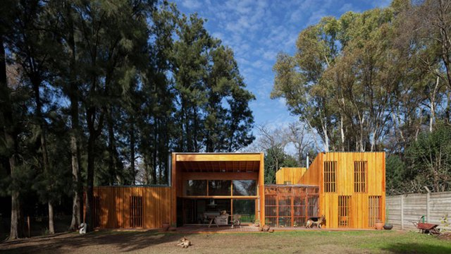 Green-roofed Argentinian home boasts thermally efficient envelope