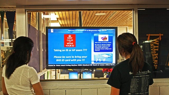 New York high school enrolls digital signage