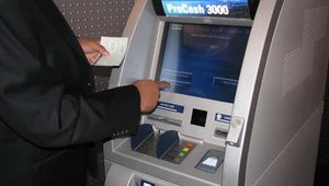 Wincor Nixdorf's ProCash 3000 is a deposit system for banknotes and checks. During BAI, Wincor Nixdorf unveiled its new ProCash 3000 system, which also accepts coins.