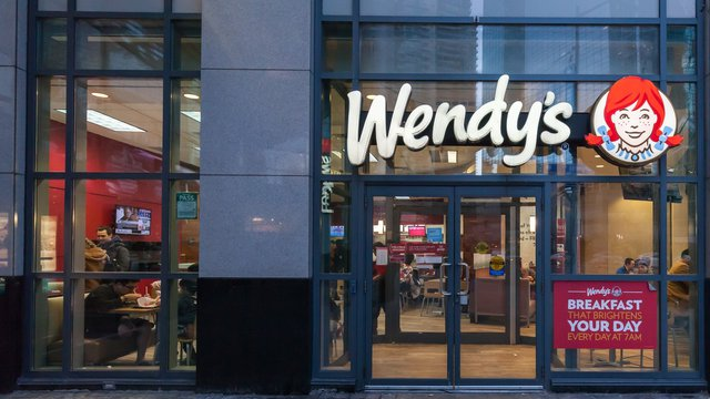 Wendy's to open for breakfast, hire 20000 workers
