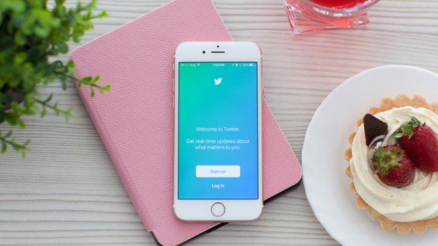 The lucky 13: Twitter features to maximize restaurant marketing