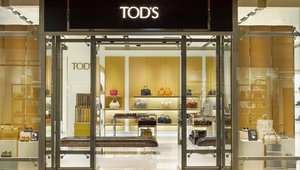 <p>With Tod's high-end profile, and desire to have an outlet store that operates more like a full-price location, the team elevated the interiors with crisp white walls, Italian-imported leather panels in the brand's signature caramel color, a strong emphasis on the merchandise, and modern seating.</p>