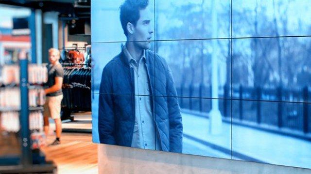 Digital signage vs print in brick-and-mortar retail