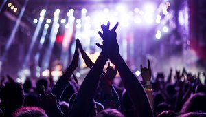 Digital signage at entertainment venues: What to look for in 2017
