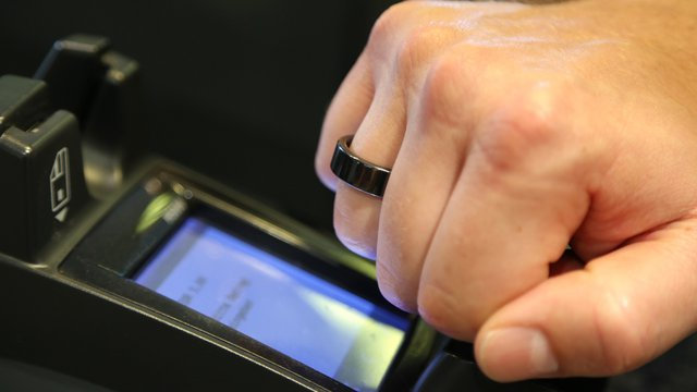 Smartwatch, bracelets help broaden mobile payment options amid competition