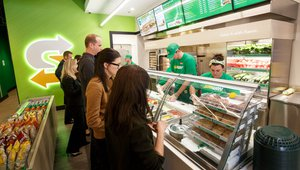 Subway's new stores get 'fresh' with diners