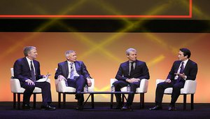 Macy's, Wal-Mart chiefs: Customer experience is all about people