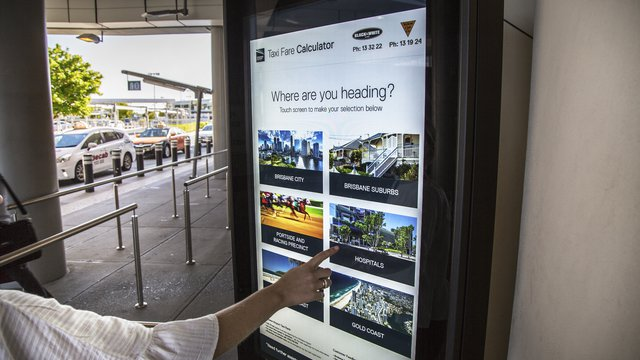 3 ways airports fly high with digital signage
