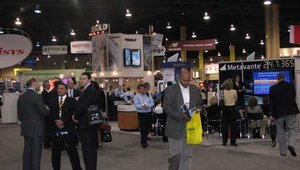 Attendees and exhibitors congregated at the center of the BAI Retail Delivery Expo.