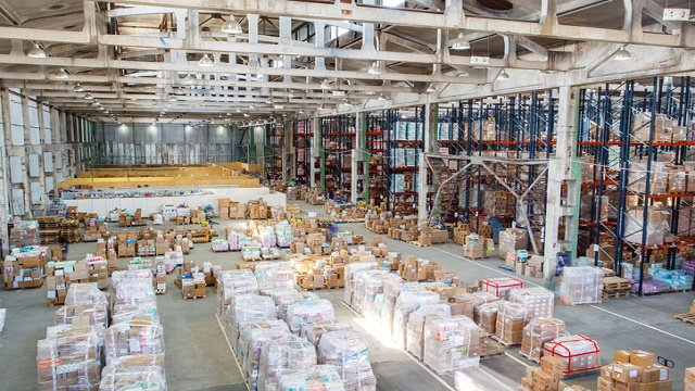 Factoring order fulfillment, returns into a peak season service strategy