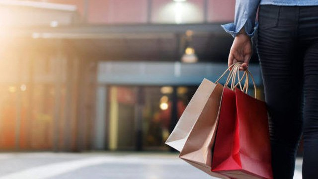 8-second race: How retailers can connect with fast-moving customers