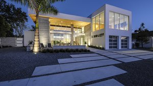 E2 Homes, LLC, built this 3,912-square-foot home in Maitland, Florida, to the performance criteria of the U.S. Department of Energy Zero Energy Ready Home (ZERH) program.