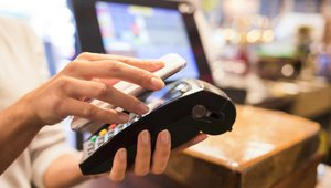 Retailers remain slow to embrace emerging payments tech