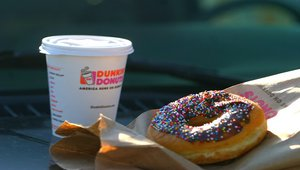 Dunkin' Donuts delivers digital signage customer experience