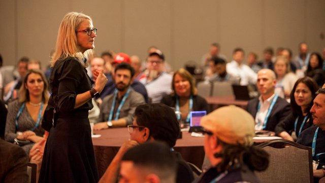 Summit attendees learn how to make change in 5 seconds