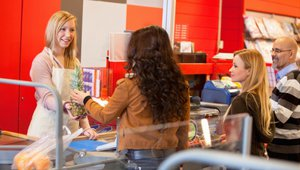 How digital queuing can save brick-and-mortar retailers