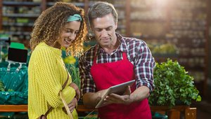 5 steps to turn retail sales associates into selling machines