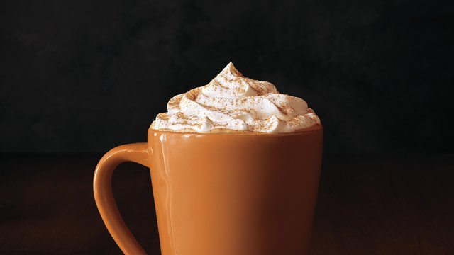 Infographic: Why Starbucks' pumpkin spice latte is still scorching the competition
