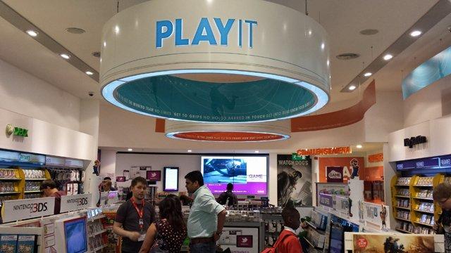 UK video game retailer now playing digital signage