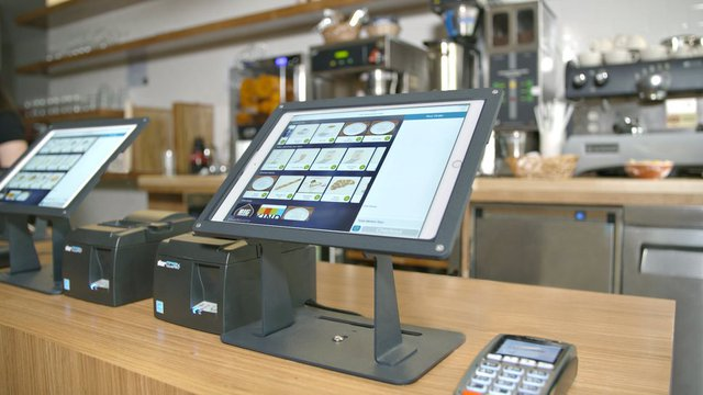 Kiosks drive add-on orders for French fast casual