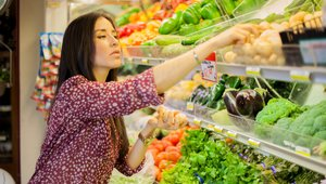 How grocers, food retailers can keep up with restaurants