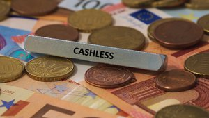 Visa continues to thumb nose at cash