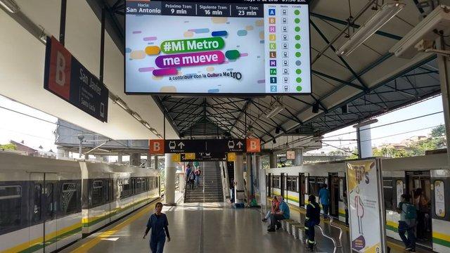 Metro Medellin Expands Digital Screen Network with DENEVA