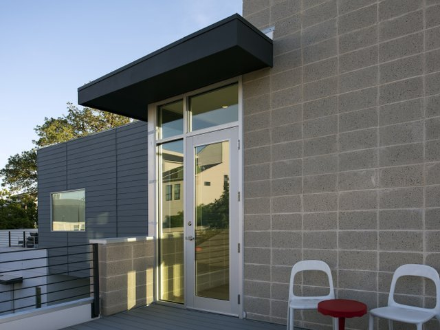 Houston modern homes open their doors proud green home for Contemporary home builders houston