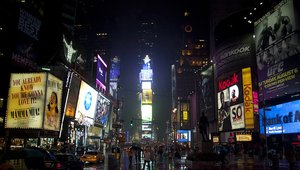 Entry-level and high-end converging to propel the digital signage market into 2015