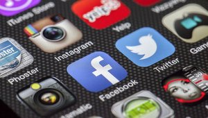 Will Facebook and Twitter accelerate retail m-commerce?