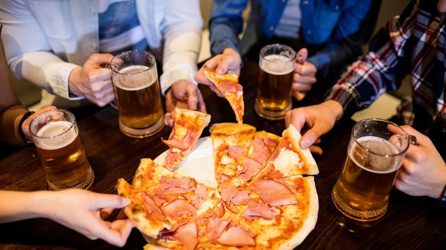 Slices and 'suds': A match made in beer wall heaven