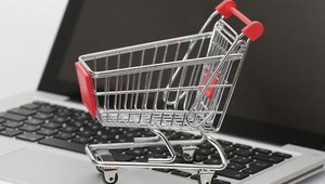 3 myths keeping customers away from online shopping