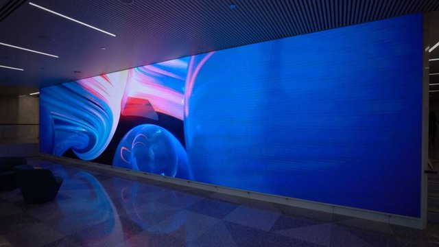 Aon Center Lobby delivers Chicago-themed LED displays