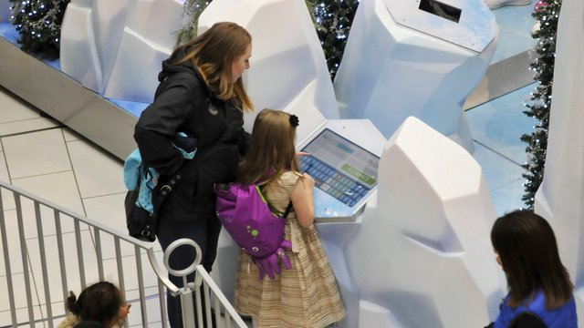 Kiosks help ready families for photos with Santa