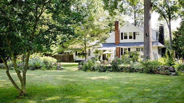 2017 Landscaping Trends: Make a Statement with a New Front Yard
