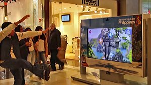 Kiosk transports shoppers on a Philippines adventure