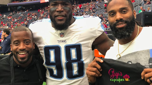Football stars opening Gigi's Cupcakes in Austin