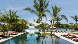 The infinity pool is one of the eco-friendly amenities.