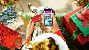 Consumers will embrace mobile apps, digital wallets amid short holiday shopping season