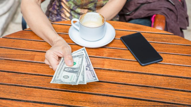 NYC Council passes ban on cashless retailers, restaurants